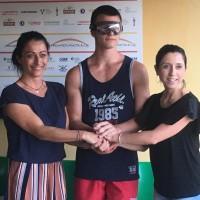 Rischia di dover smettere di giocare per un problema alla vista: la Pesaro Rugby gli regala un paio di occhiali speciali