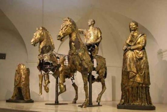 I bronzi dorati di Pergola aumentano del 51,4% le visite grazie a una comunicazione vincente