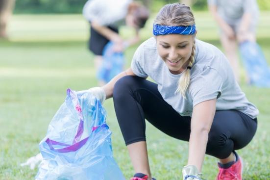 Cos'è il plogging, l'attività svedese che unisce sport e ambiente