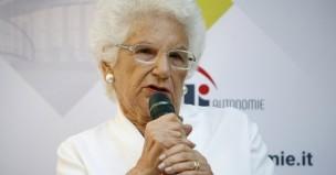Centinaia di sindaci a sostegno di Liliana Segre