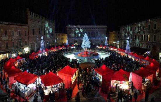 """Contest """"Il Natale nel Cuore"""" per tutte le attività commerciali di Pesaro"""