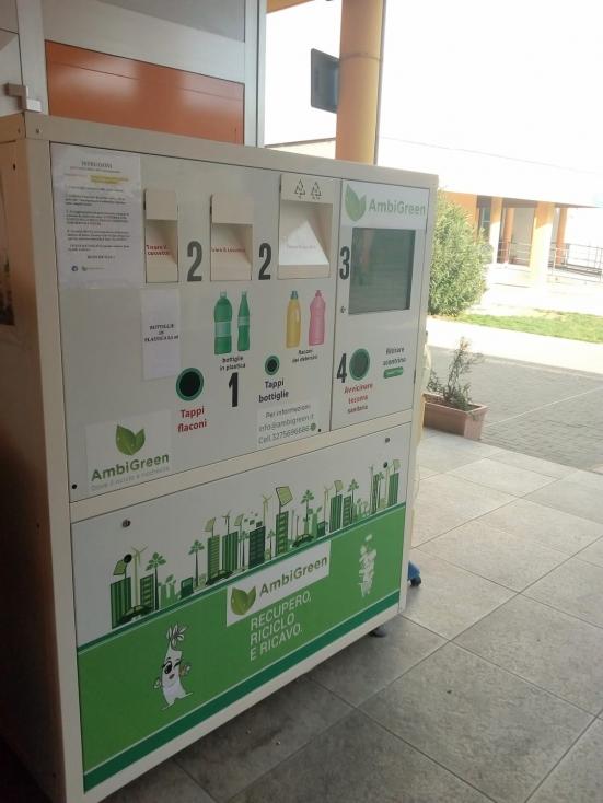 Fano, Aset avvia il nuovo eco-compattatore nel centro commerciale a San Lazzaro