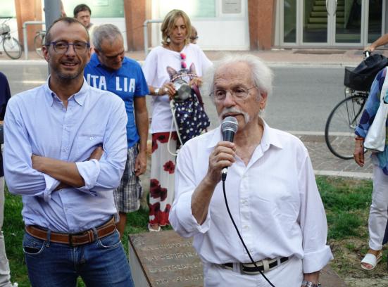 Da domenica via Castelfidardo si illuminerà con le poesie di Pasqualon e Pagnini