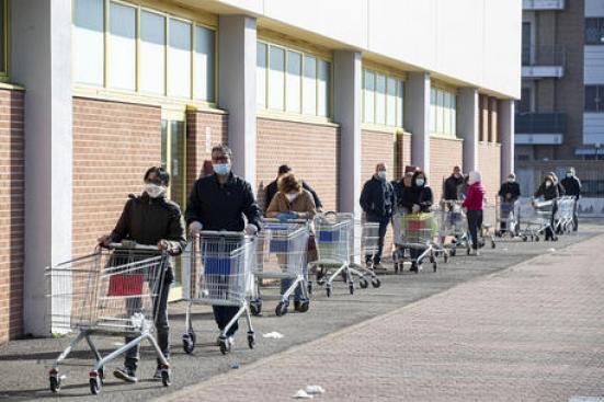 """""""La spesa più volte al giorno come scusa per uscire di casa"""", la denuncia dei commercianti"""