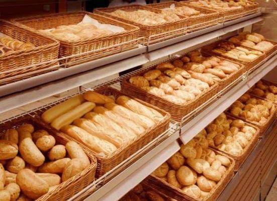 Accolta la richiesta della Confcommercio, da domani alimentari e panetterie aperti dalle 7:00