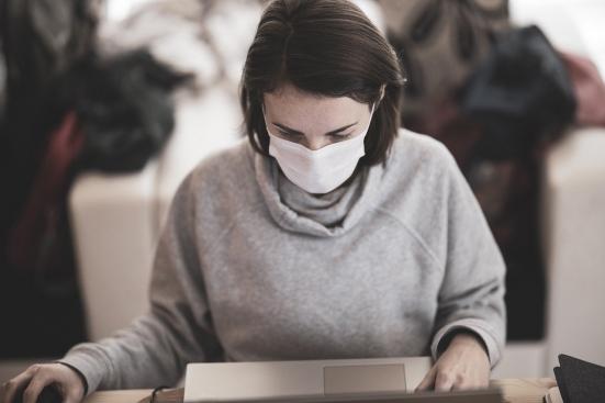 Con la Fase 2 solo il 30% delle donne è tornata a lavoro
