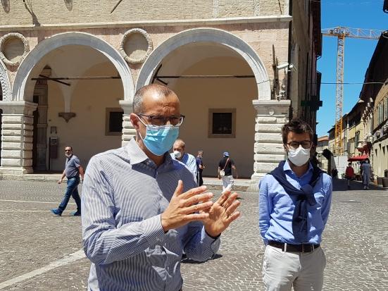 Da venerdì al 2 giugno mascherina obbligatoria nelle zone della movida pesarese dopo le 18:00