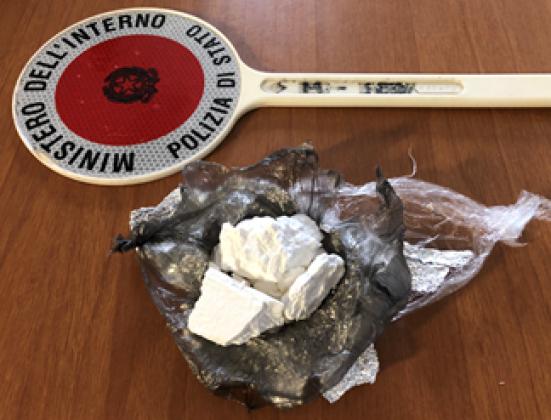 Arrestato alla stazione di Pesaro, con sè aveva cocaina per un probabile guadagno di 8000 euro
