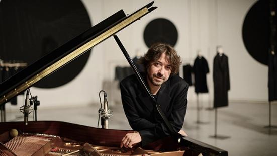 Al Teatro di Cagli Mario Mariani presenta il suo nuovo album V.I.T.R.I.O.L.