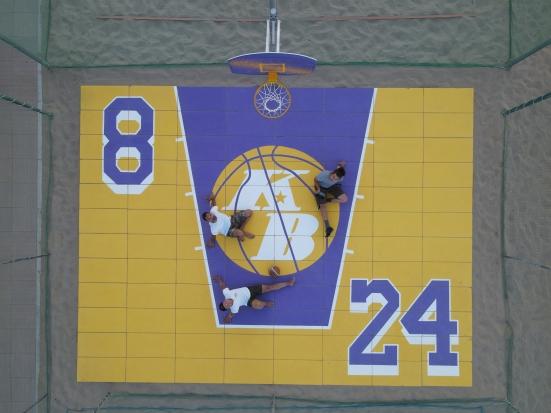 A Bagni Arcobaleno il playground dedicato a Kobe Bryant, realizzato da Filippo Giovanelli