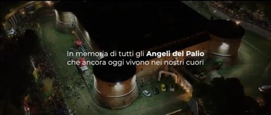 """""""Dieci anni di Palio dei Bracieri"""": il video racconto della manifestazione che ha saputo unire i quartieri di Pesaro"""