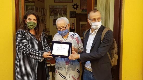 72 anni di attività: il riconoscimento della Città di Pesaro allo storico barbiere 91enne Elvezio Troiani