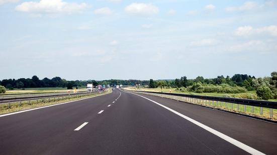 Auto contromano in autostrada nel territorio di Pesaro: ritiro immediato della patente e fermo del mezzo