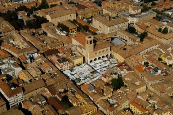 Fano presenta il suo piano strategico per il turismo: circa 300 pagine riassunte in un vademecum consultabile da tutti