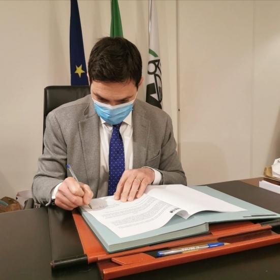Firmata la nuova ordinanza regionale: da domani 20 Comuni marchigiani entrano in zona arancione