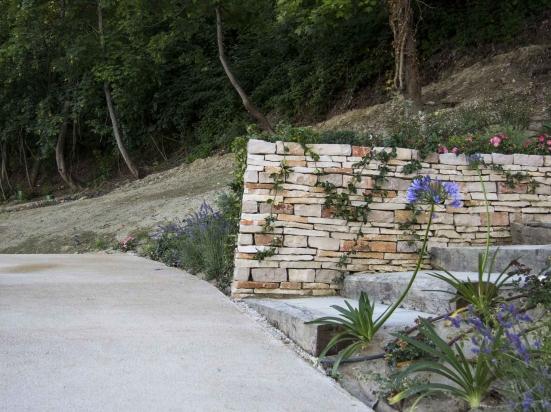 Atti vandalici a Vallefoglia nel weekend: il sindaco Ucchielli chiede di intensificare i controlli