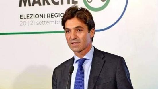 """Acquaroli: """"Mi ha telefonato il generale Figliuolo complimentandosi per le vaccinazioni over 80 nelle Marche"""""""