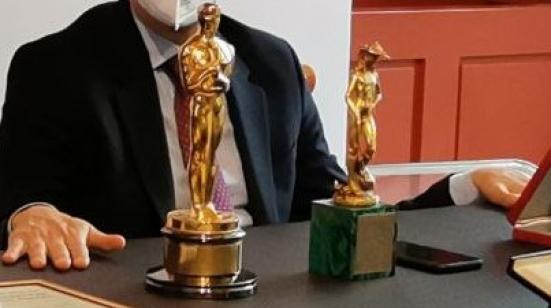 Donati alla città l'Oscar e il David di Donatello vinti nel 1988 dallo scenografo pesarese Bruno Cesari