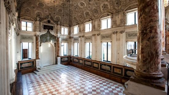 Da giugno fino a settembre, tutti i giovedì si possono visitare la sinagoga e il cimitero ebraico di Pesaro