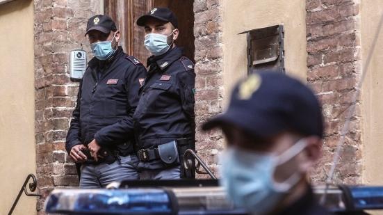 Eseguite 8 perquisizioni nelle prime ore della mattina: 10 marchigiani indagati per truffe tra Ancona, Roma, Cingoli e Civitanova