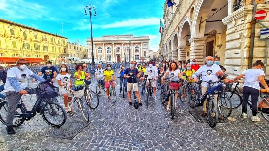 Da Piazza del Popolo a Baia Flaminia, la pedalata solidale per Patrick George Zaki