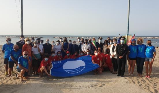 Si è svolta in spiaggia libera Sottomonte la Cerimonia per la 28esima Bandiera Blu di Gabicce Mare