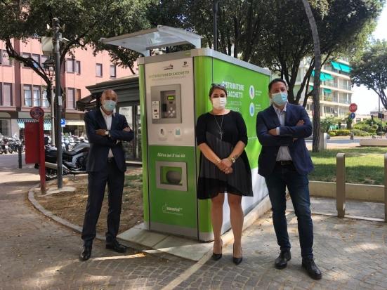 A Pesaro arrivano i distributori automatici di sacchi per la raccolta differenziata