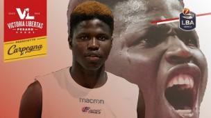 Il centro senegalese Gora Camara ha firmato con la Carpegna Prosciutto Basket Pesaro