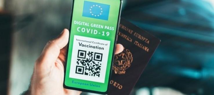 """Decreto in vigore dal 6 agosto: dal Green Pass alle nuove """"colorazioni"""" delle Regioni, tutte le regole da sapere"""