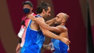 Due ori in pochi minuti, doppietta storica per l'atletica italiana: Jacobs nei 100 metri e Tamberi nel salto in alto