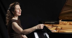 Martedì al Teatro Sperimentale di Pesaro la grandissima pianista canadese Angela Hewitt, da non perdere